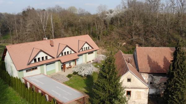 Video-prohlídka nemovitosti se záběry z dronu